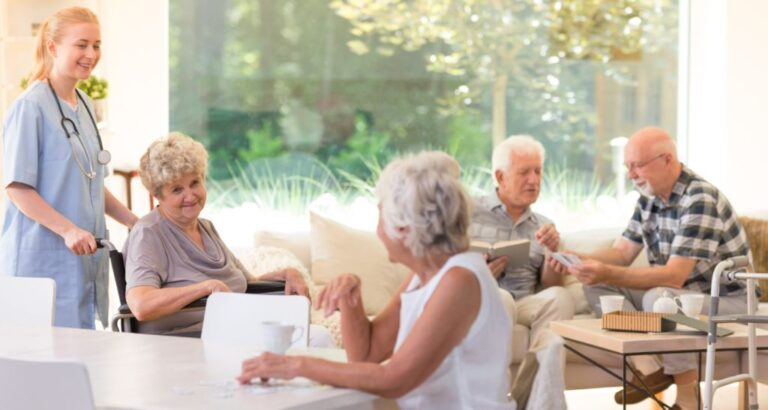 Top 3 Benefits of Senior Communities to Consider for Your Parents
